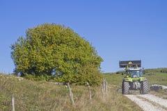 Trabajo de la granja en las montañas de Lessini foto de archivo libre de regalías