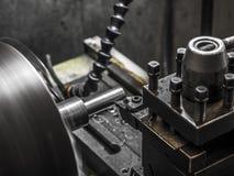 Trabajo de la máquina del torno de la industria imagen de archivo libre de regalías
