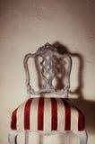 Trabajo de la tapicería Silla de madera pintada con la tela hermosa Fotografía de archivo