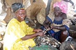 Trabajo de las mujeres de Africain Imagenes de archivo