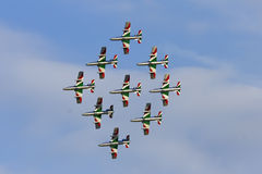 Trabajo de las personas en el cielo Foto de archivo libre de regalías