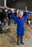 Trabajo de los niños sobre la granja fotografía de archivo libre de regalías