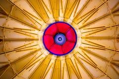 Trabajo de metalistería colorida arquitectónica abstracta Imagen de archivo libre de regalías