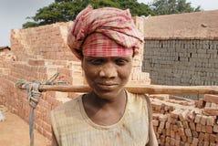 Trabajo del campo de ladrillo en la India Imagen de archivo libre de regalías