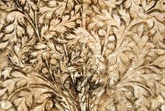 Trabajo del estuco del arte de la pared de diseños florales en exteriores del templo de 200 años Imagen de archivo