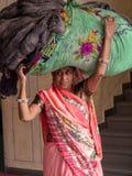 Trabajo del ` s de las mujeres en la India foto de archivo libre de regalías