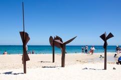 Trabajo em metal em esculturas pelo mar, praia de Cottesloe Fotografia de Stock Royalty Free