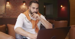 Trabajo en caf? almacen de video