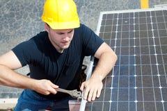 Trabajo en el panel solar Imágenes de archivo libres de regalías