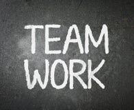 Trabajo en equipo de la palabra en la pizarra Foto de archivo