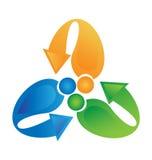Trabajo en equipo del logotipo con el reciclaje de flechas Fotografía de archivo