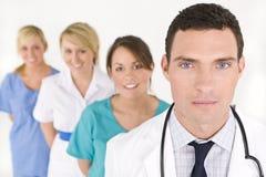 Trabajo en equipo médico imagenes de archivo