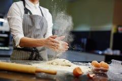 Trabajo en la cocina Foto de archivo libre de regalías