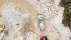 Trabajo en la mina de la piedra caliza almacen de video