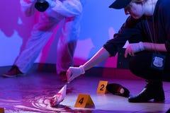 Trabajo en una escena de asesinato Imagen de archivo libre de regalías
