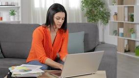 Trabajo independiente en línea en casa almacen de video