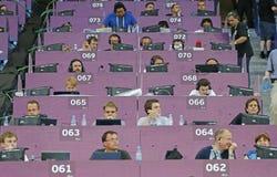 Trabajo no identificado de los periodistas en el estadio Foto de archivo