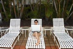 Trabajo por la piscina Foto de archivo libre de regalías