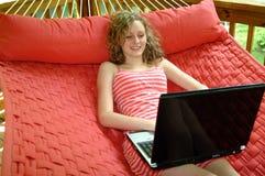 Trabajo Relaxed sobre la hamaca Fotografía de archivo libre de regalías
