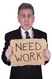 Trabajo triste de la necesidad del hombre de negocios, parados del trabajo aislados Foto de archivo