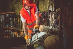 Trabajos de la madera de construcción del corte de madera Imagenes de archivo