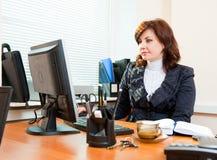 Trabajos de la mujer de negocios Foto de archivo libre de regalías