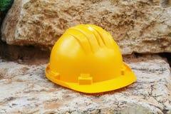 Trabajos de la seguridad, construyendo: Casco del sombrero de la construcción, trabajador del casco, ingeniero imágenes de archivo libres de regalías