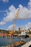 Trabajos en el puerto de Barcelona Fotos de archivo libres de regalías