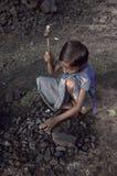 Trabajos infantiles en el campo de ladrillo Fotografía de archivo libre de regalías