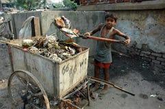 Trabajos infantiles en la India. Foto de archivo