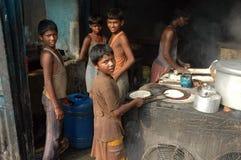 Trabajos infantiles en la India. Imágenes de archivo libres de regalías
