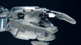 Trabajos modernos de la prótesis, mudanza biónica de la mano almacen de metraje de vídeo