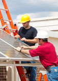 Trabajos verdes - energía solar Imagen de archivo libre de regalías