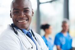 Trabalhador afro-americano dos cuidados médicos foto de stock