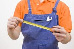 Trabalhador com medida de fita Foto de Stock