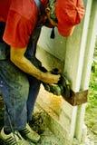 Trabalhador com serra do moedor fotografia de stock royalty free