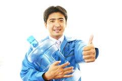 Trabalhador com um recipiente da água fotos de stock royalty free