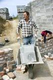 Trabalhador com wheelbarrow Imagem de Stock Royalty Free