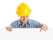Trabalhador confiável que apresenta a placa vazia Foto de Stock