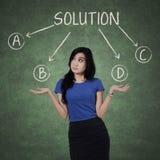 Trabalhador confuso para escolher soluções Imagem de Stock