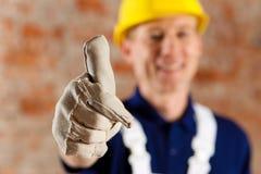 Trabalhador da construção amigável e de confiança fotos de stock