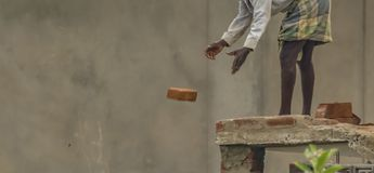 Trabalhador da construção civil ou o pedreiro na Índia fotografia de stock