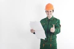 Trabalhador da construção com o modelo em uns mão e polegar acima Imagens de Stock