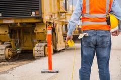 Trabalhador da construção da estrada da estrada Imagens de Stock