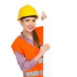Trabalhador da construção de sorriso Peeking da mulher imagem de stock