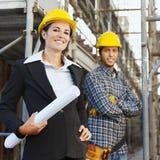 Trabalhador da construção e arquiteto imagens de stock royalty free