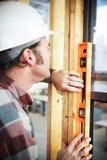 Trabalhador da construção - em nível Imagens de Stock