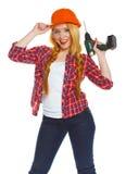 Trabalhador da construção fêmea em um capacete de segurança com um perfurador Foto de Stock Royalty Free