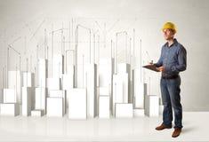Trabalhador da construção que aplana com construções 3d no fundo Foto de Stock