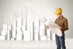 Trabalhador da construção que aplana com construções 3d no fundo Imagem de Stock Royalty Free